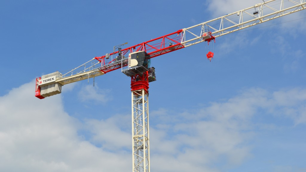 Offering an extended variety of options, the CTT 202-10 flat top tower crane gives customers 9 different jib configurations from 25 to 65 m (82 to 213.3 ft) to meet varying jobsite needs.