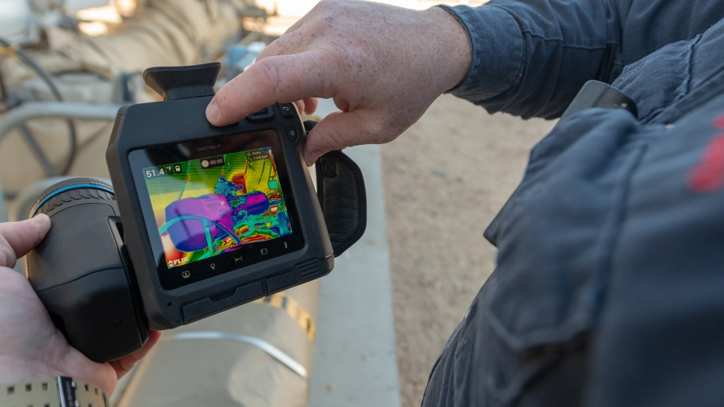 Based on the award-winning design of the FLIR T-Series camera platform, the lighter weight GF77 features an ergonomic design, a vibrant LCD touchscreen, and a viewfinder to make it easy to use in any lighting conditions.