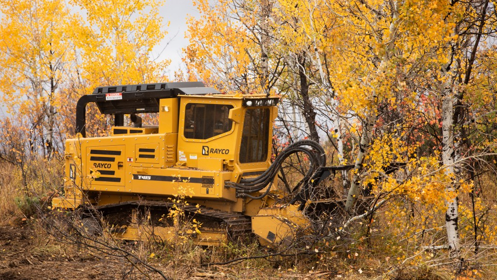 Powered by a 415-HP (310-kW) CAT C9.3B Diesel Tier 4 Final engine, the T415 boasts a closed-loop hydrostatic system to power the mulcher or cutter head, sending 140 gallons per minute (530 L/min) to the attachment's drive motor(s).