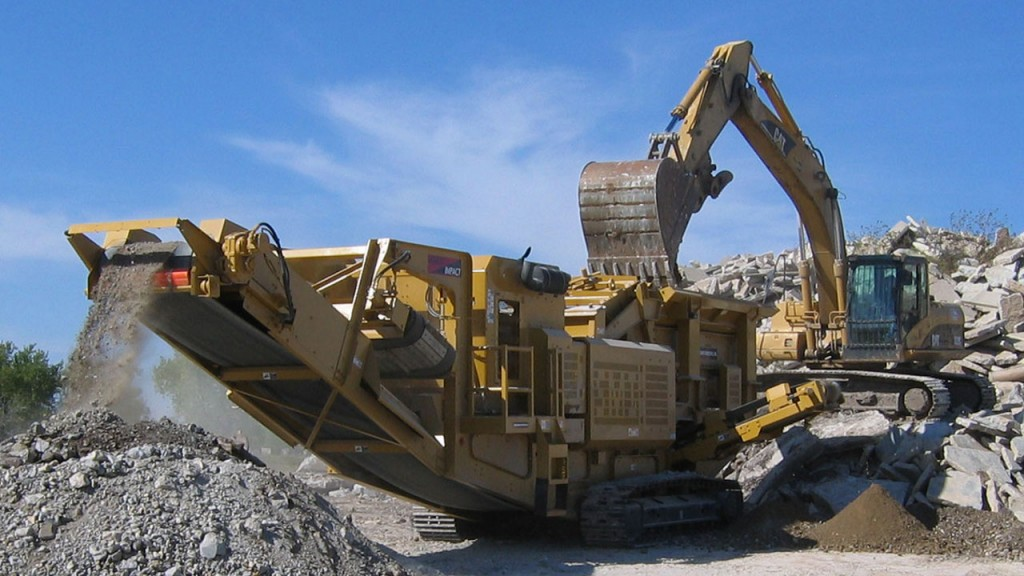 Screen Machine's 4043T crusher.