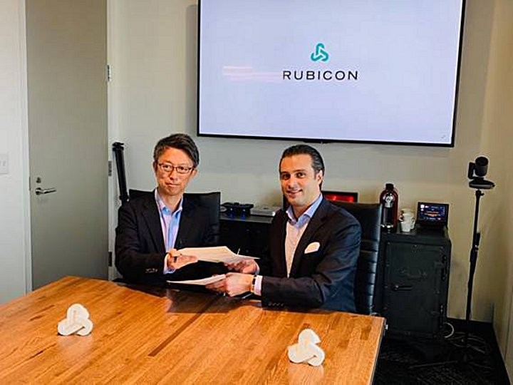 Executives from Odakyu Group and Rubicon Global sign the new technology partnership agreement.  From left: Masashi Hisatomi, Odakyu Group, and Renaud de Viel Castel, Senior Vice President of Global Expansion, Rubicon Global.