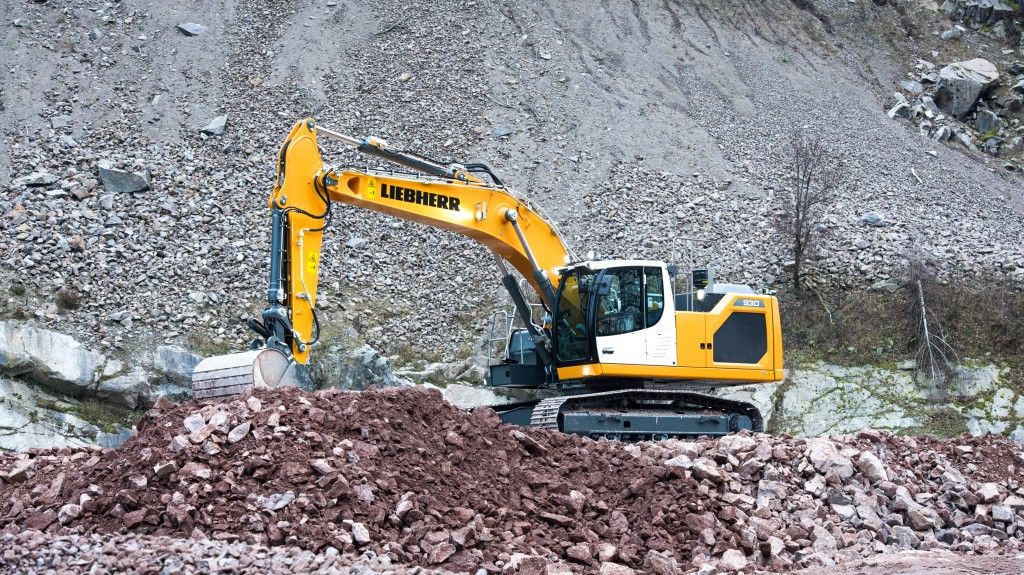 The R 930 is a brand new model designed to satisfy the market requirements for 30- tonne excavators.