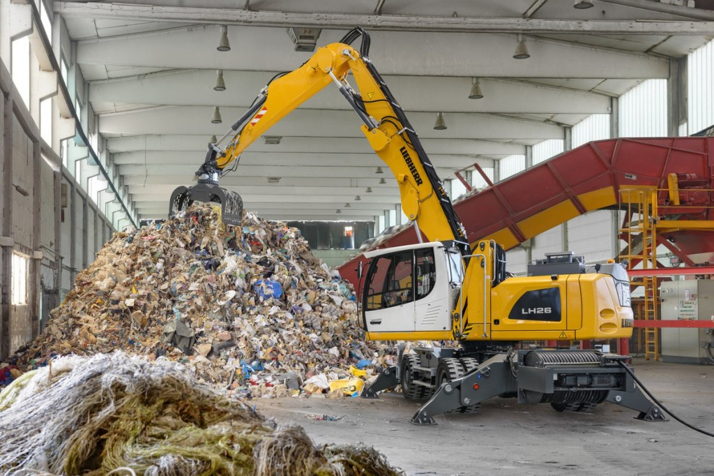 Thanks to the efficient electric drive the Liebherr LH 26 M Industry is particularly environmentally friendly.