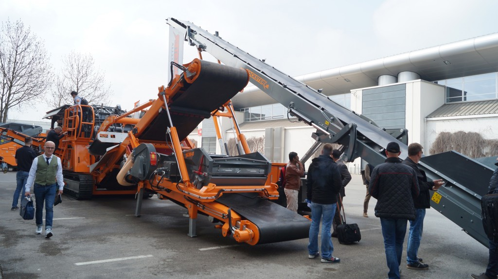 At Rockster's outdoor area, visitors could take a closer look at the Air Blower or the hydraulically foldable screening system of the impactor R1100DS.