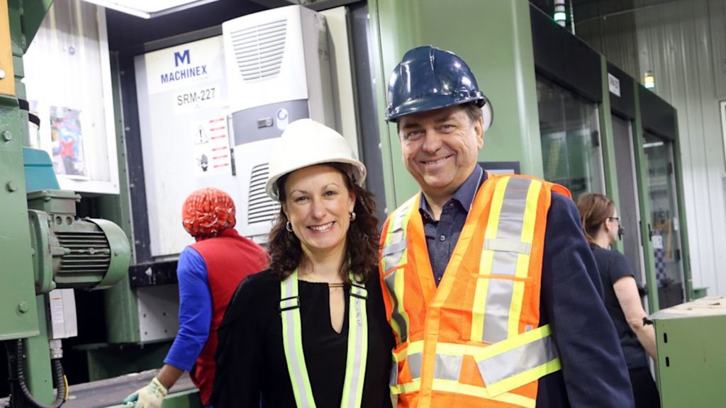 Julie Gagné, operation director at Sani-Éco and Pierre Paré, CEO of Machinex Group.