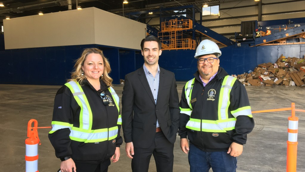 Machinex Project Director, Charles-Étienne Simard (middle) with operators Mandi Parker and Joel Sanchez at the City of Lethbridge MRF.