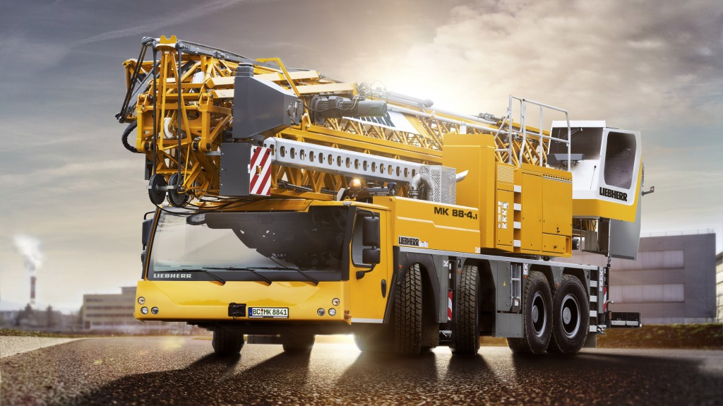 New elements include, for example, its different axle load options, which make the crane significantly more economical. The construction machinery manufacturer has also taken the environment into account: The MK 88-4.1​ can operate emission-free using even less power than its predecessor.