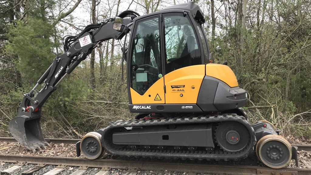 In addition to digging, the 8MCR Rail-Road excavator is also designed to provide outstanding lifting and handling functions for its size class with appropriate attachments.