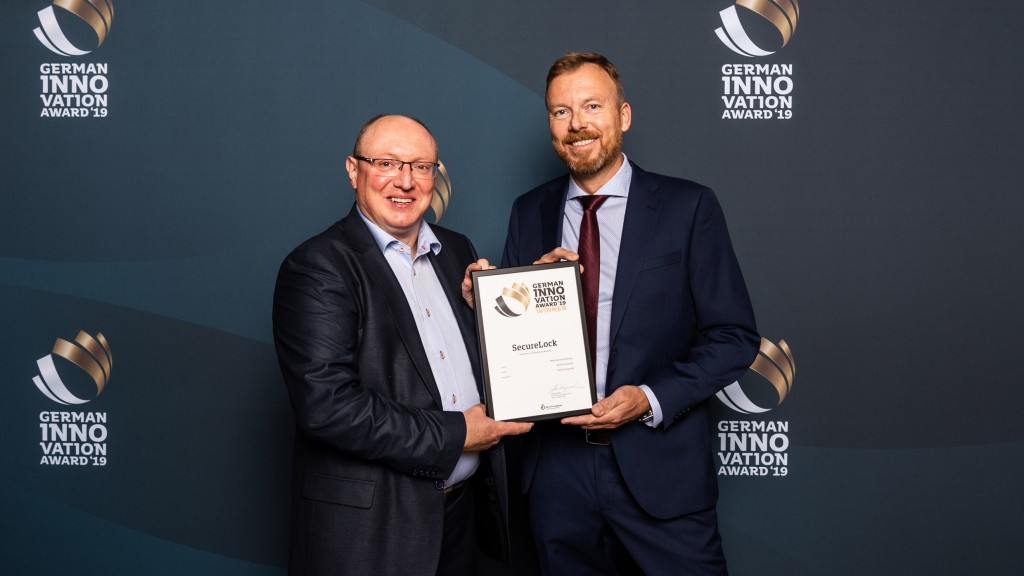 Wolfgang Vogl, CEO Rototilt GmbH and Pär Olofsson, Technical Design Engineer at Rototilt Group was in Berlin and received the award.