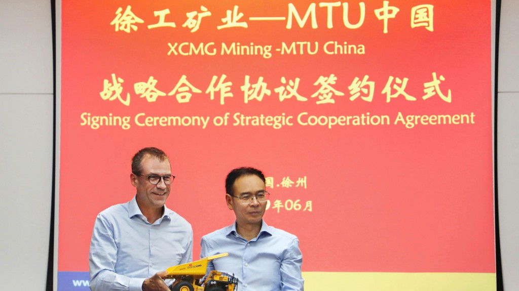 Rolls-Royce Power Systems and XCMG have formed a strategic cooperation alliance to further develop the Chinese domestic and export mining equipment markets, providing optimised solutions to customers worldwide. Andreas Schell (left) CEO Rolls-Royce Power Systems, and Li Zong (right) XCMG Mining Machinery, General Manager, signed the agreement in Xuzhou, China.
