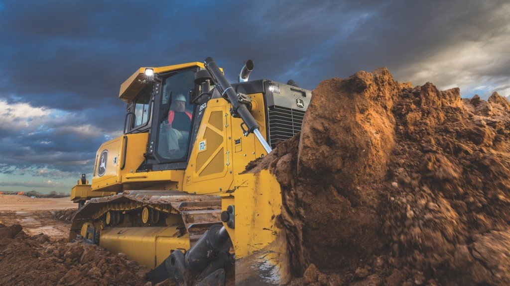Designed with reliability and durability in mind, the 850L features improved electrical and hydraulic routing, and a heavy-duty mainframe with increased thickness by as much as 60 percent in some areas of the machine to combat the rigors of the jobsite.