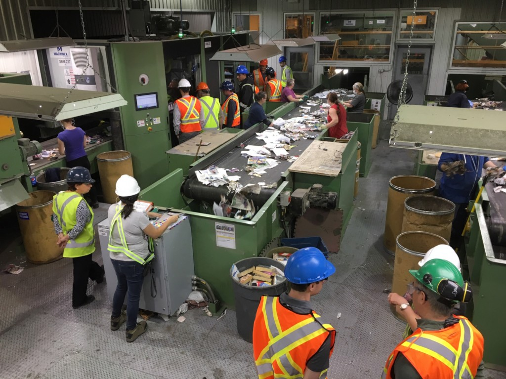 On tour at the Sani-Éco MRF in Granby, Quebec, in partnership with the Carton Council of Canada and Machinex, which recently installed two new SamurAI robotic sorting units and new optical sorting technology.
