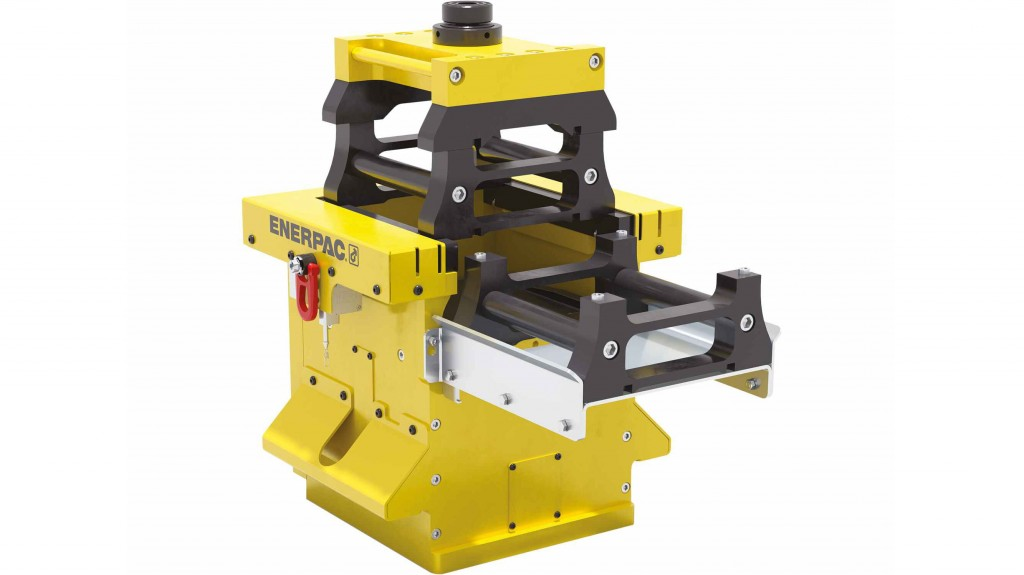 The SCJ-50 Cube Jack operates with standard 700 bar (10,000 psi) hydraulic pressure and is compatible with standard Enerpac pumps, such as the Split-Flow Pump that offers the ability to synchronously operate multiple Cube Jacks.