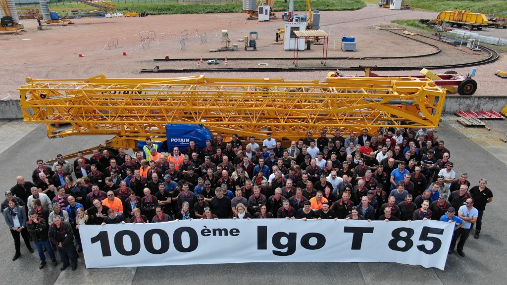 Manitowoc celebrates 1000th Igo T 85 self-erecting crane