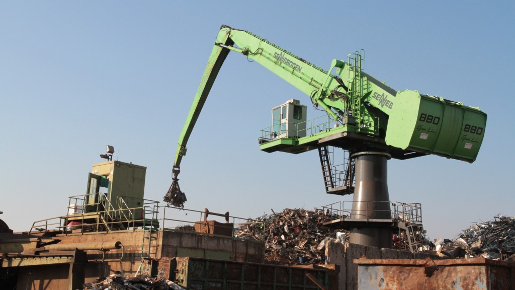 880 EQ and 835 mobile: Efficient material handlers working harmoniously together at Scholz Recycling in Dresden.