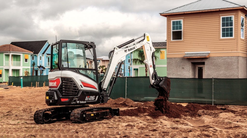 Minimal tail overhang allows the E26 to work in limited-space environments, including construction, landscaping and utility jobsites and agriculture applications.