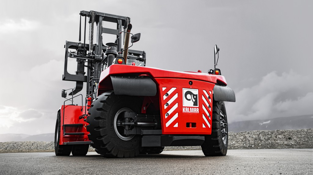 The Kalmar DCG380-540 offers modular flexibility in terms of lifting capacities for different wheelbase options, providing customers with the opportunity to specify machines with greater lifting capacities on smaller wheelbases.