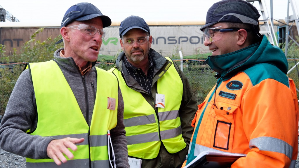 David DesAutels (left) of Leidos, Rick Sack of Wagner Equipment and Marko Salonen of Metso discussing the equipment inspection.