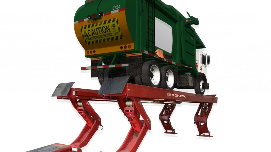 vertical lift for a garbage truck