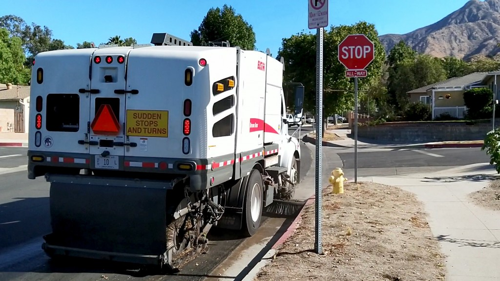 Plug-in hybrid street sweeper from Elgin Sweeper moves to field testing