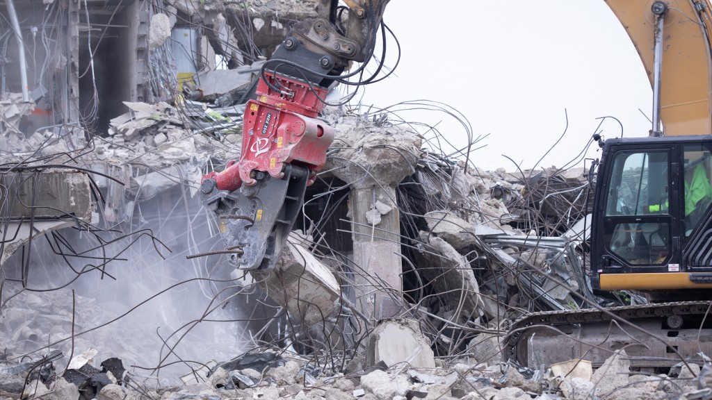 Multi-Jaw Demolition Tool (MRX)) attachment in action