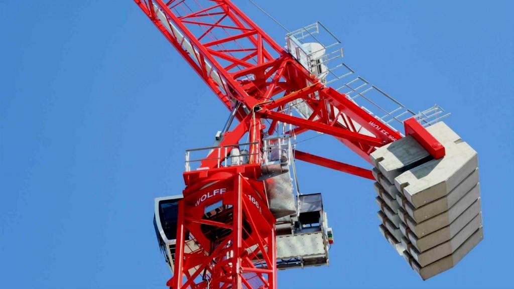 WOLFFKRAN displaying hydraulic luffing jib crane at CONEXPO-CON/AGG 2020