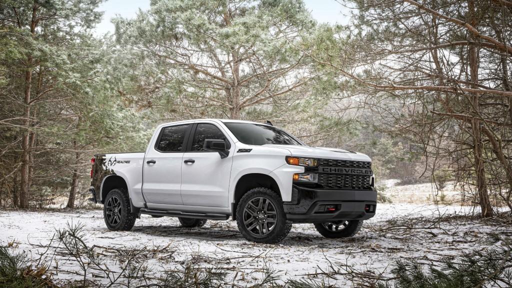 Chevrolet Silverado Realtree Edition features camo graphics