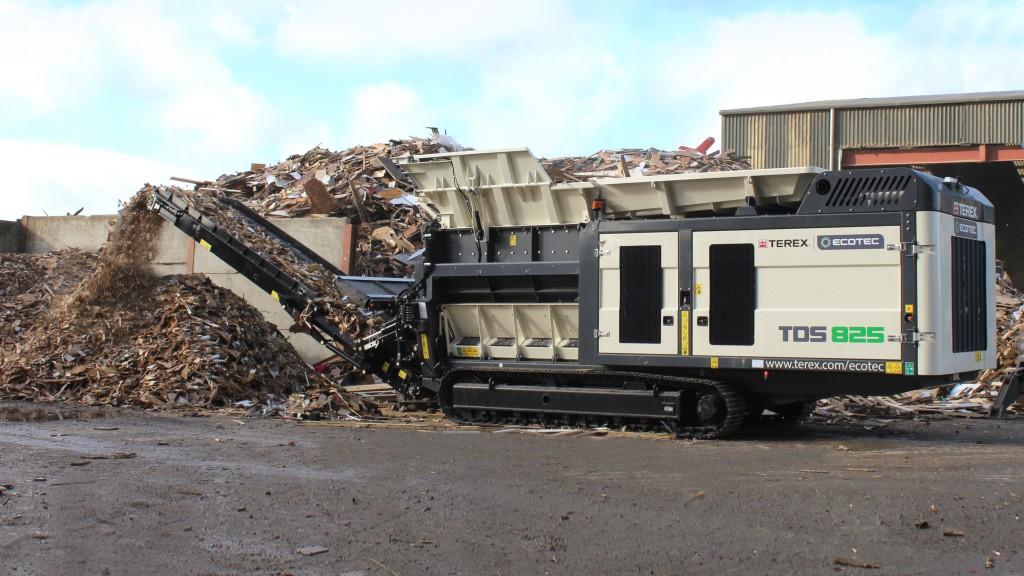 Terex Ecotec TDS 825 Slow Speed Shredder in quarry