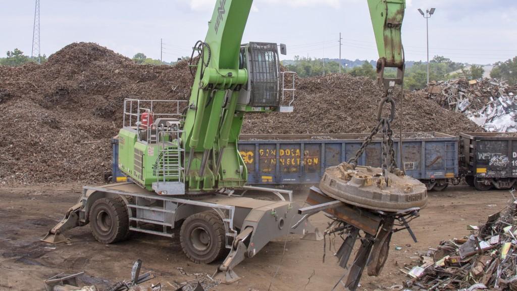 SENNEBOGEN machine at work in scrap yard