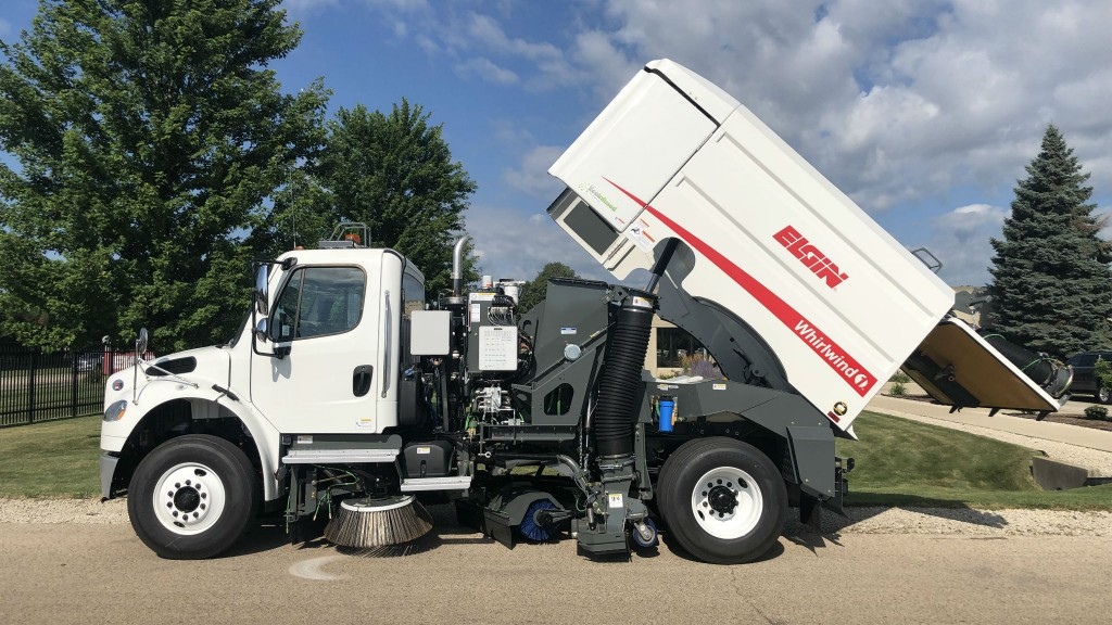 The single-engine Whirlwind1 vacuum sweeper eliminates the belts, fluid coupler, and exhaust after-treatments associated with a diesel auxiliary engine.