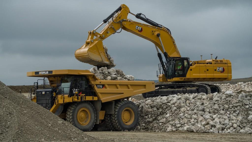 Cat hydraulic excavator loading an ADT