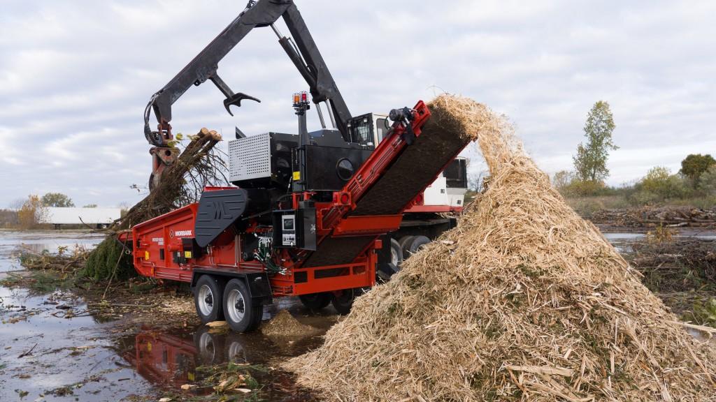 Morbark Wood Hog 2400X in action