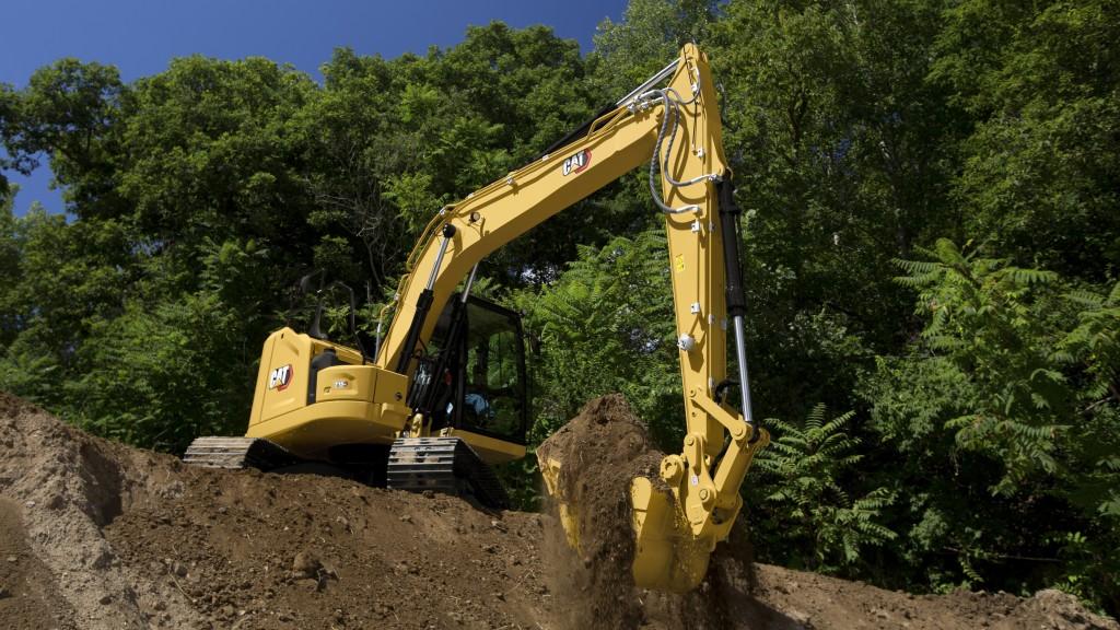 Cat 313 excavator moving dirt