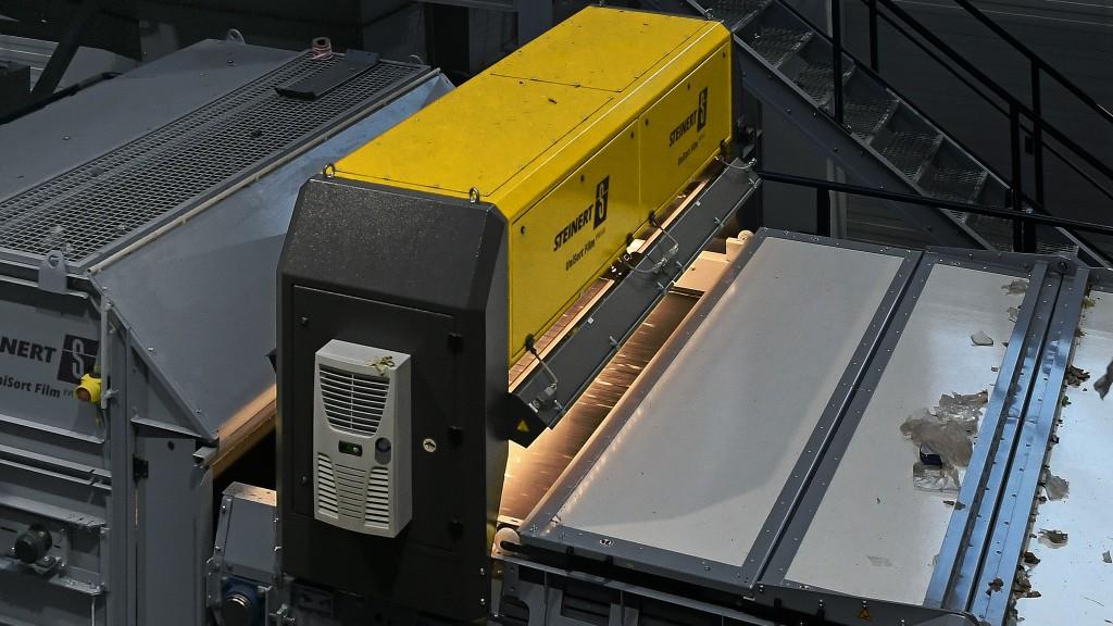 NIR sorter for films, paper and fibres with innovative belt cover