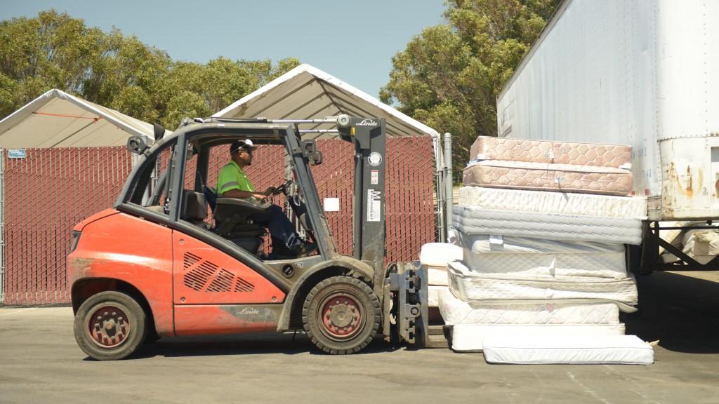 Mattress recycling forklift lifting mattresses