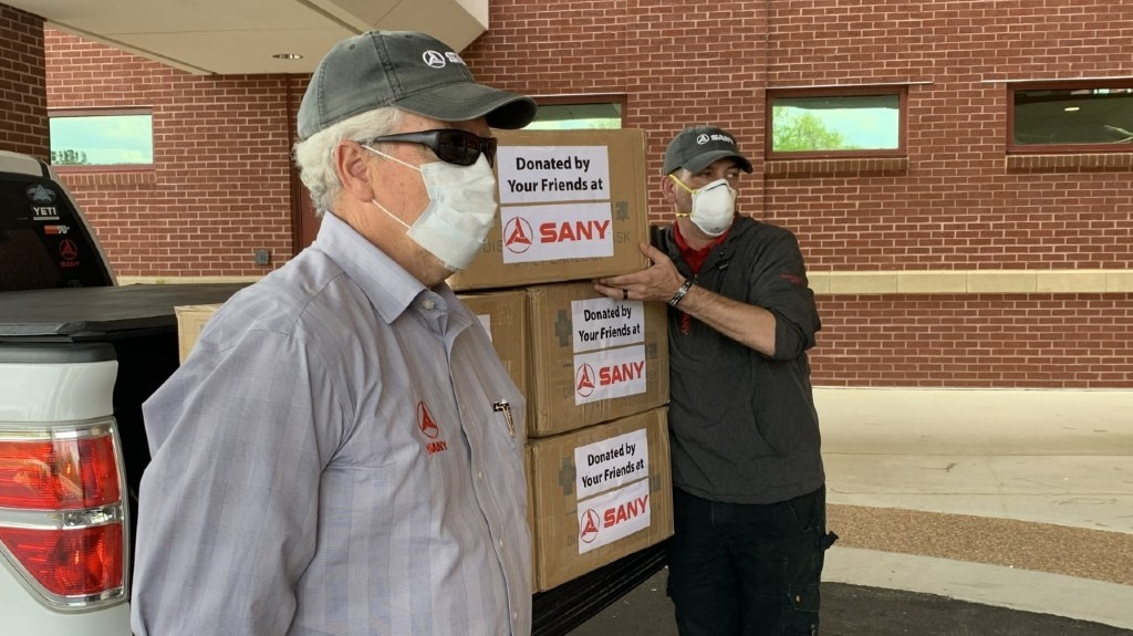 SANY America team members Tom Cooper and Rob Nelson delivered masks to Piedmont-Fayette Hospital in Fayetteville, Ga.
