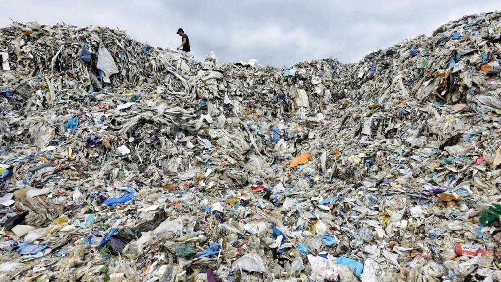 Greenpeace mountain of plastic trash