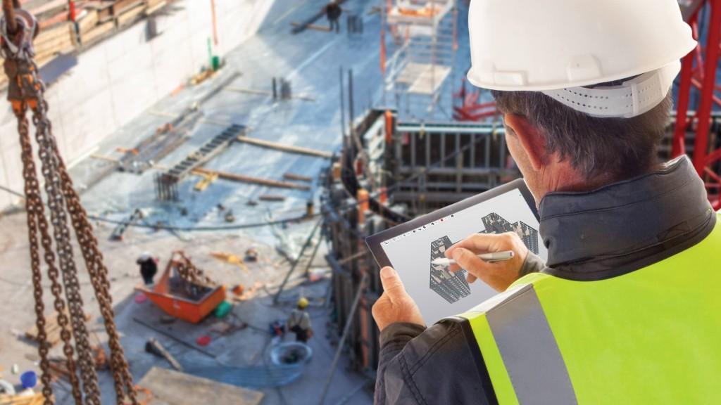 Trimble worker using Trimble Connect
