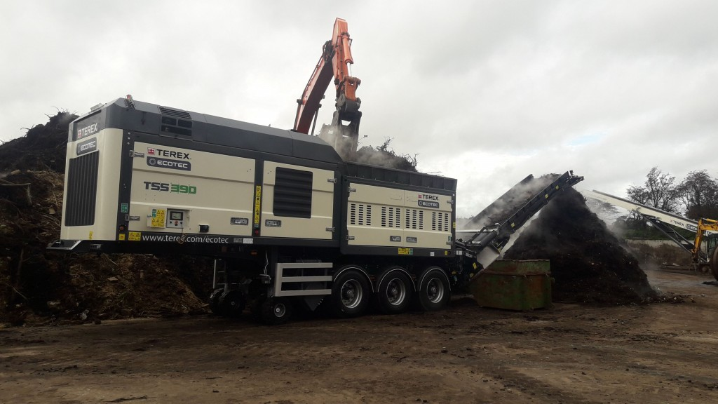 Terex Ecotec TSS 390 single shaft shredder at work