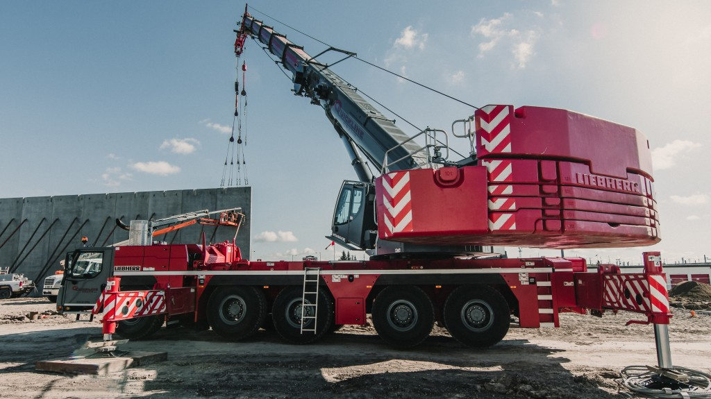 Leibherr LTM 1250-5.1 mobile crane in action