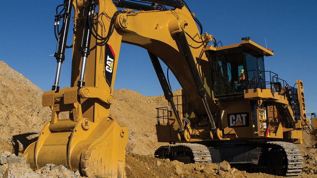 Cat hydraulic mining shovel bucket at work in mine