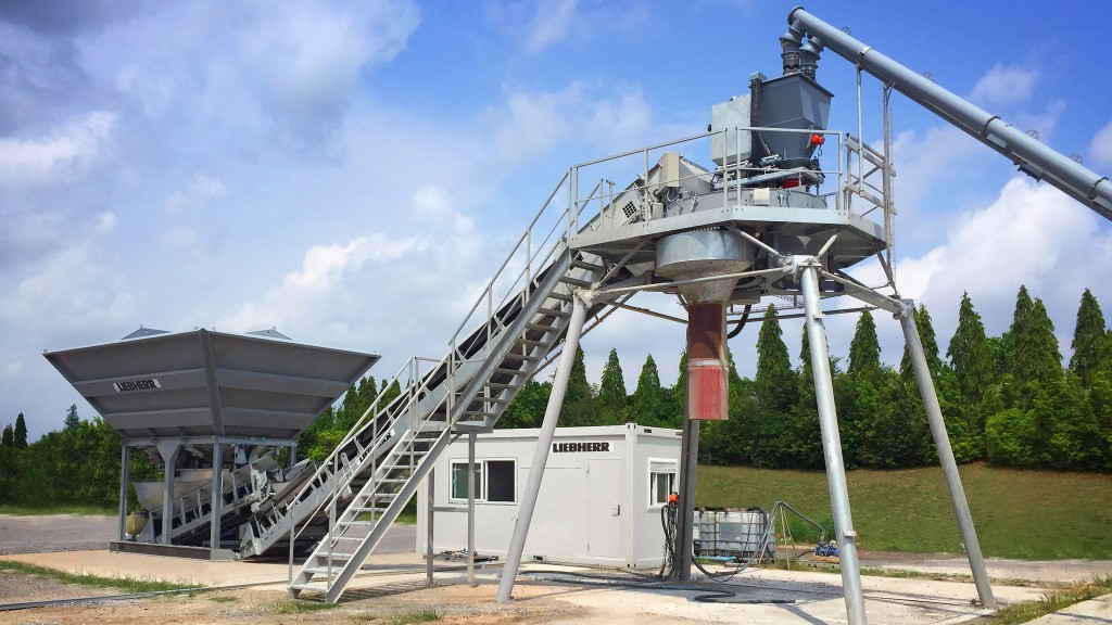 LCM 1.0 concrete mixing plant from Liebherr