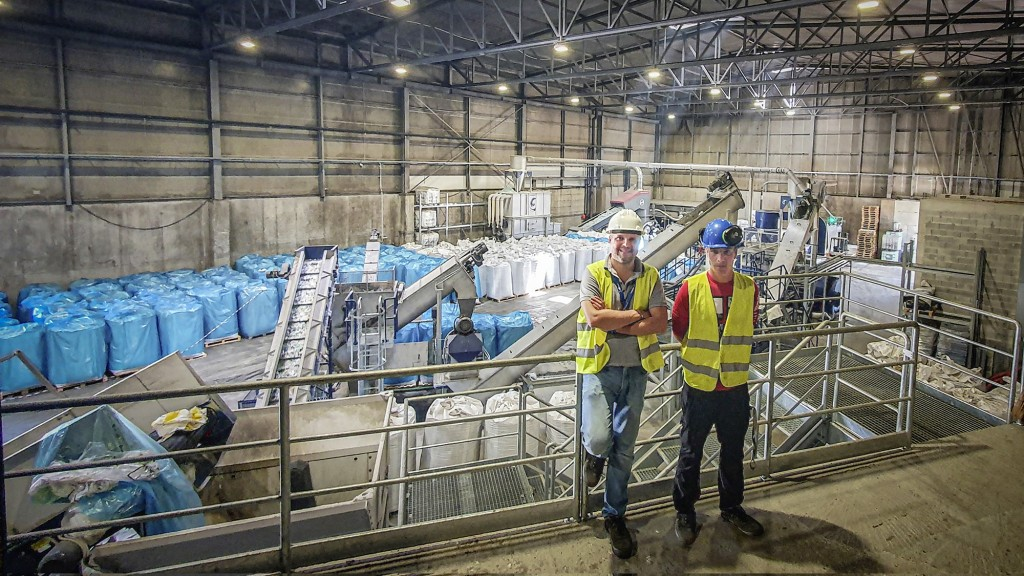 The lindner washtech dinos recycling plant with two workers