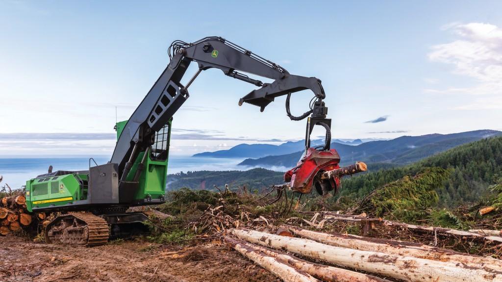 John Deere forestry machine picking up a log