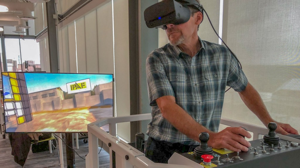 man using a virtual simulator with the IPAF PAL+ training course