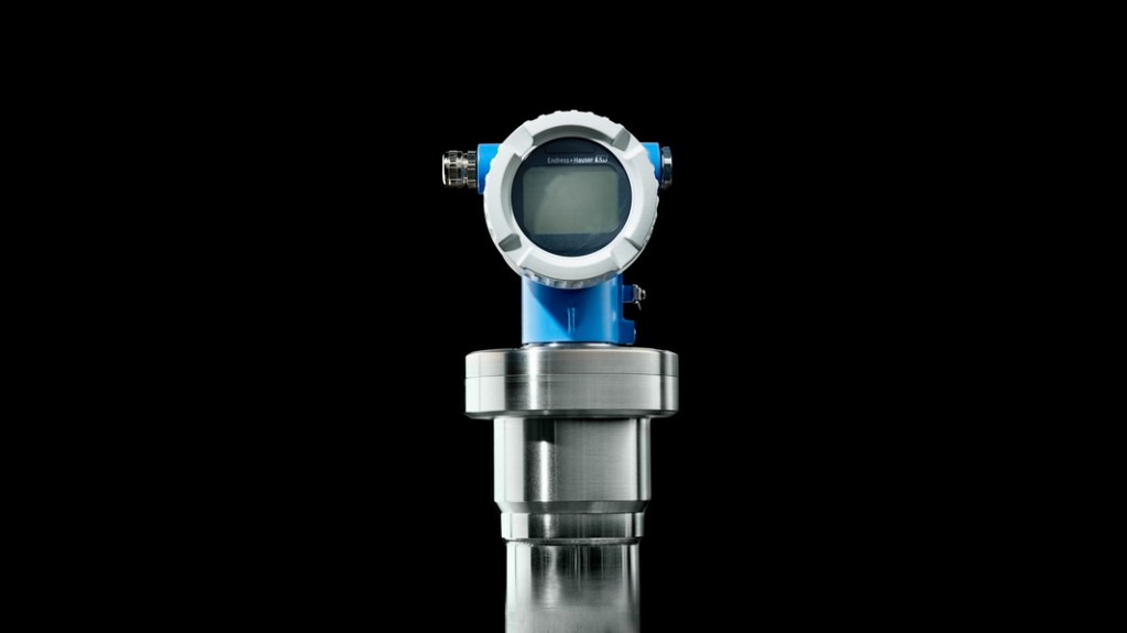 Compact transmitter improves radiometric measurement in challenging areas