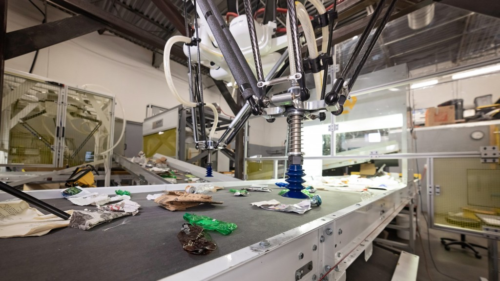 AMP Robotics conveyor belt picking recyclables to process