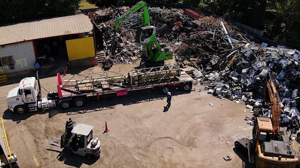 sennebogen 821 in operation in a scrap yard