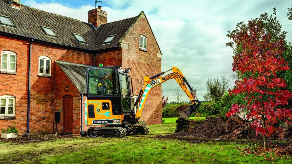 JCB electric excavator digging