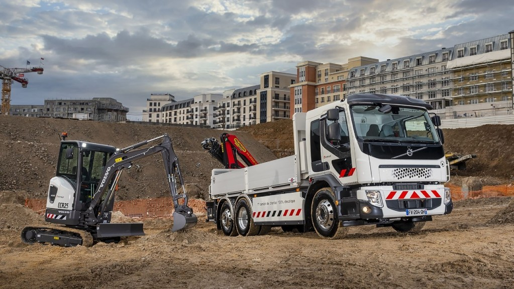 Volvo CE and Volvo Trucks deliver first all-electric products to customers.